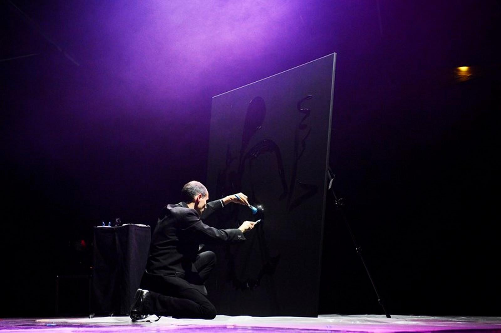 Artiste Peintre St Tropez peintre performer speed painting et glitter painting pour